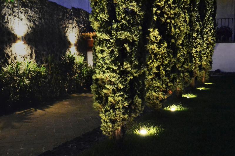 Focos para jardin exterior foco montado en superficie de for Luces para jardin exterior