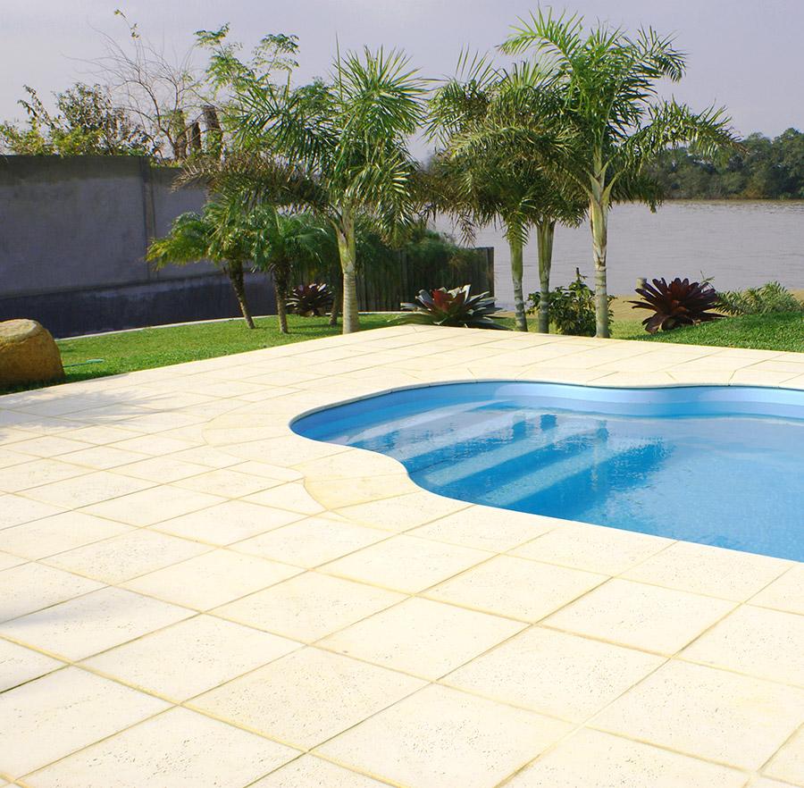 Pisos adecuados para usar en la piscina costa rica for Suelos antideslizantes para piscinas